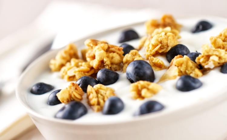 【プロテインとグラノーラ】朝食に最適な効率的たんぱく質の取り方