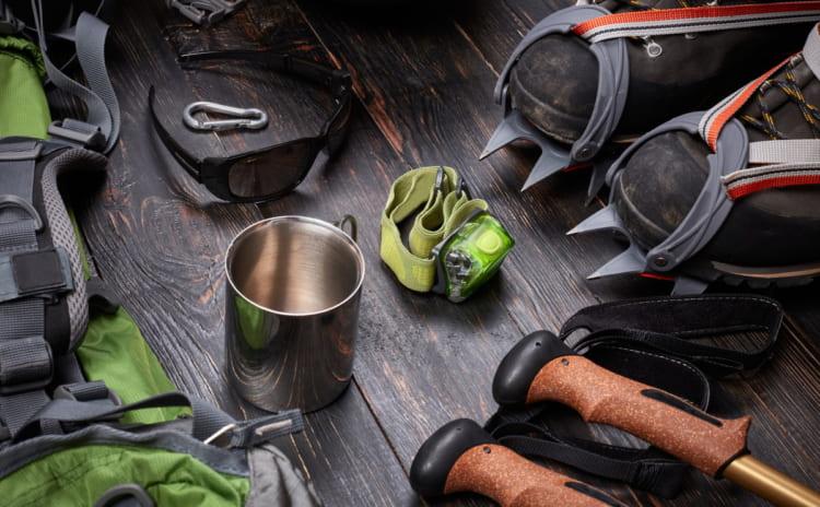 ヘッドランプをつけて山に登ろう。安全な装備におすすめの11品