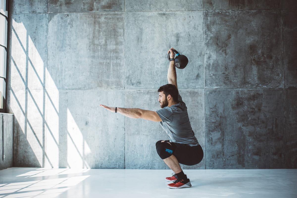 ケトルベルスナッチの効果とやり方|短時間で全身の筋肉を強化できる