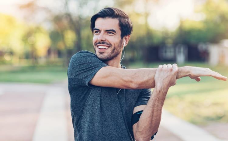 すぐできるストレッチでリラックス|心と身体の疲労回復におすすめ