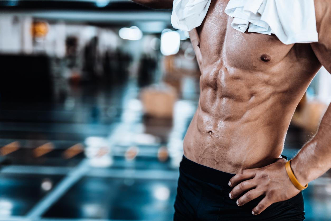 腹筋を効率的に鍛える「足あげ腹筋」とは。効果と正しいやり方を公開