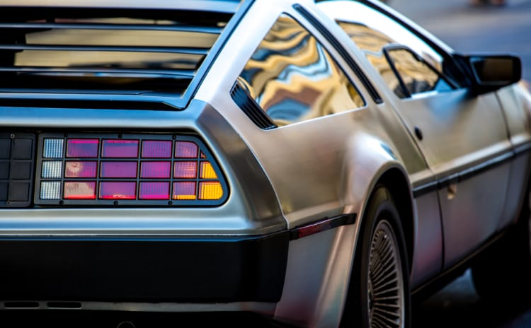今も生きるDMC-12デロリアン|映画で有名な車を手に入れる方法